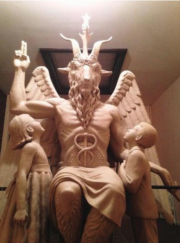 Baphomet standbeeld in