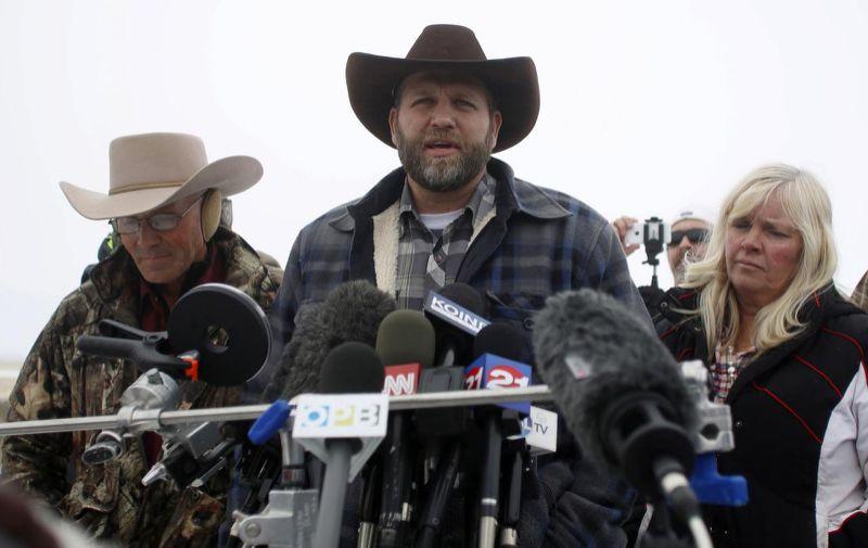 LaVoy Finicum, Ammon Bundy en Shawna Cox tijdens een persconferentie