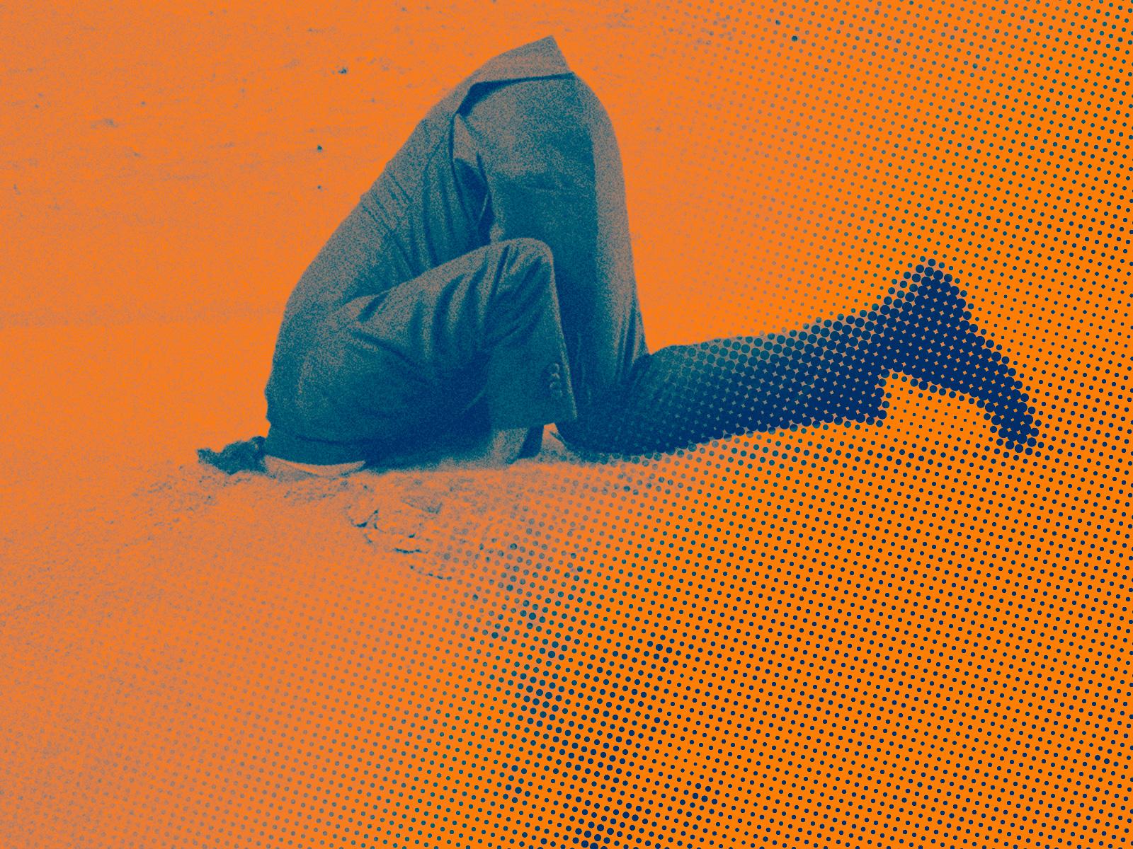kop_in_het_zand_oranje