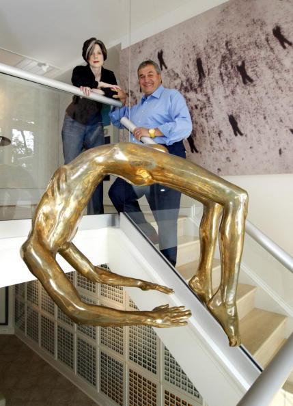 """Tony Podesta's favoriete sculptuur van Louise Bourgeois, met de titel """"Bocht van Hysterie""""."""