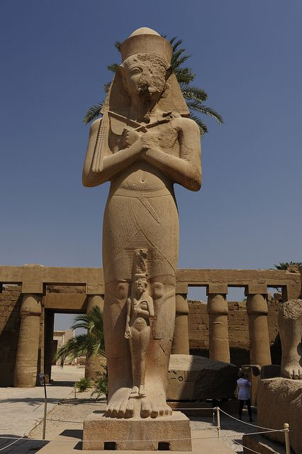 giants-and-humans-statue-of-karnak-temple-luxor-egypt