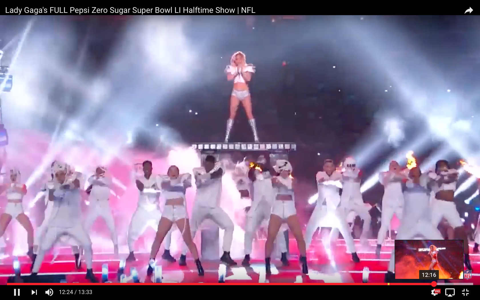 lady_gaga_super_bowl_pillars