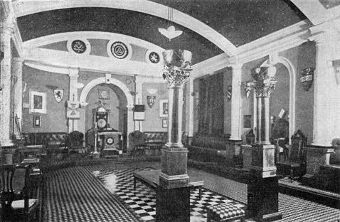 De 2 zuilen in een Masonische loge in British Columbia