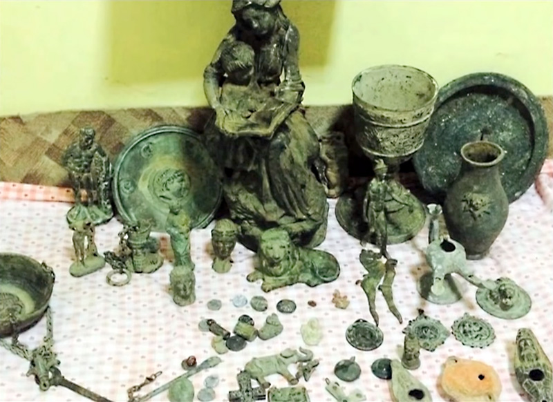 Tussen de bronzen kunstschatten ook beeldjes van een leeuw en een olifant