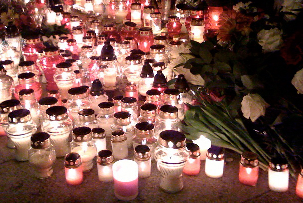 Flowers_candles_mourning03