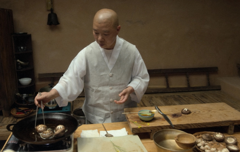 Jeong_Kwan_preparing_mushrooms