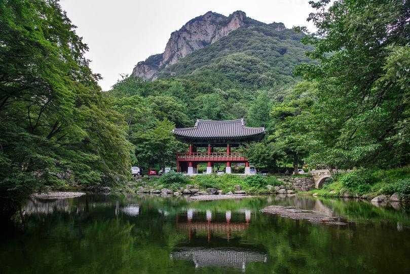 baekyangsa-naejangsan-national-park-pond-pavilion