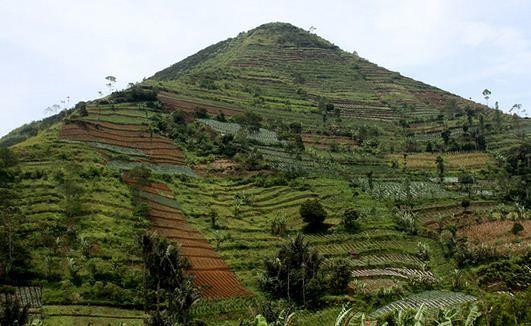 Gunung Padang staat bekend als de: Berg van Verlichting