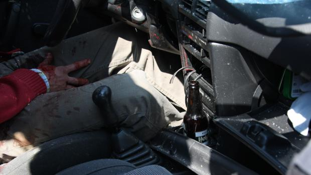 Wat is er vooraf met de Suzuki gebeurd? Waarom staat de versnellingspook in de tweede versnelling? Waarom zit de sleutel niet in het contact?