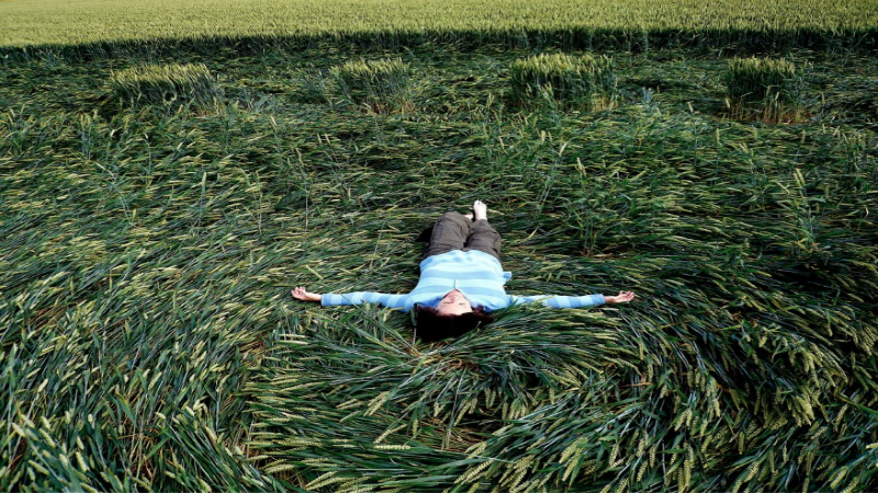 Patty-Greer-in-a-crop-circle-in-UK-