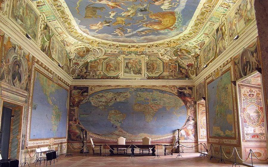 Deze zaal in het paleis toont een 16e eeuwse kaart waarop Antarctica is afgebeeld.