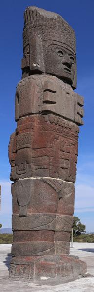Ander beeld uit Bolivia, die mand vasthoudt.