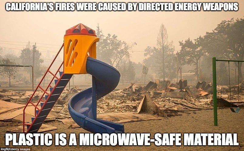 Alles in deze omgeving is verbrand, behalve het plastic. Plastic kan magnetronstraling weerstaan.