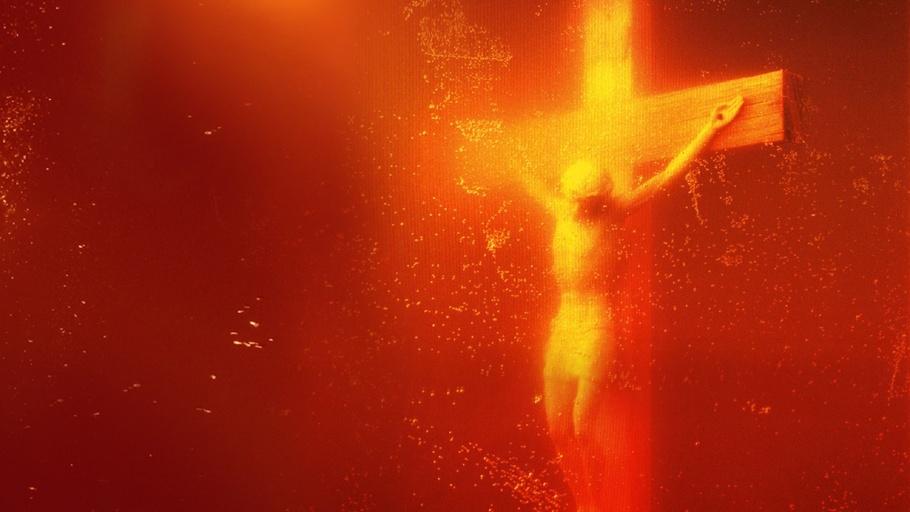 Christusbeeld in bloed gefotografeerd.