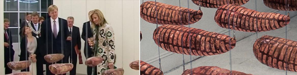 Willem-Alexander en Maxima reageren enthousiast op Dolores' werk en bekijken hier het kunstwerk 'Wounds'; sculpturen in de vorm van vleeshompen, die onder andere van bebloede pleisters zijn gemaakt.