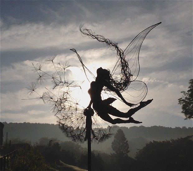 De foto's die kunstenaar Robin Wright van zijn sculpturen maakt zijn op zichzelf ook kunstwerken.