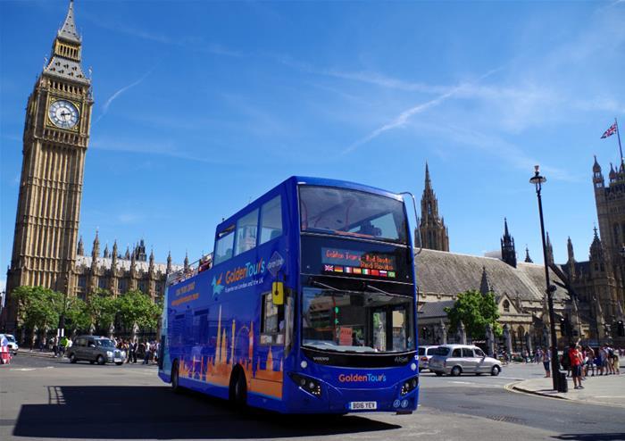 Blauwe dubbeldekker sightseeing-bus in Londen.