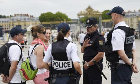 Politie in Frankrijk draagt ook soms een pet.