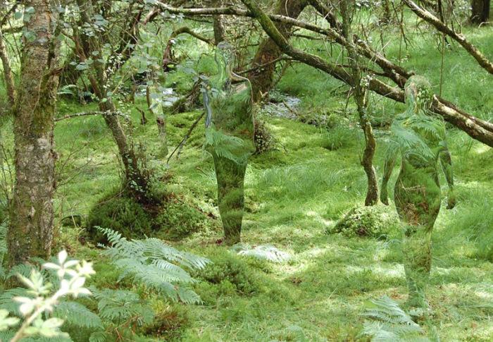 De Schotse kunstenaar Rob Mulholland maakte een spookachtige installatie om mensen te laten 'reflecteren' op de impact van de mens op de natuur.