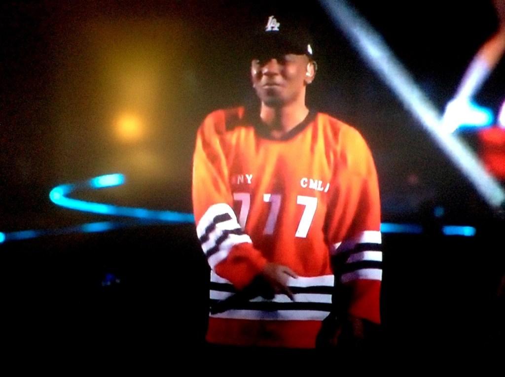 Kendrick draagt tijdens de MTV Awards in 2013 een T-shirt met de opdruk: 'CMNY + CMLA 777'.