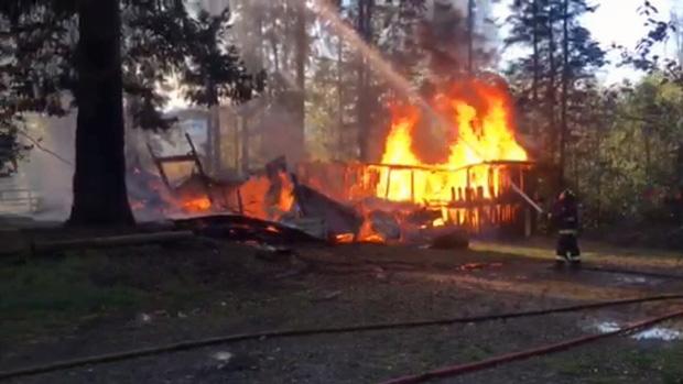Bosbrand waarbij de bomen niet branden, maar huizen wel.
