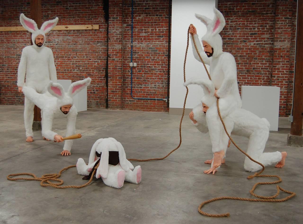 Kunst van Alex Podesta met verontrustende taferelen.